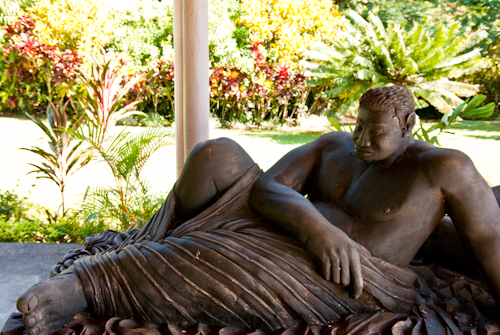 Statue of Polualeuligana